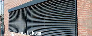 Buitenjaloezieen gordijnenmode leidsche rijn de meern gordijnenmode leidsche rijn raamdecoratie for Eigentijdse buitenkant